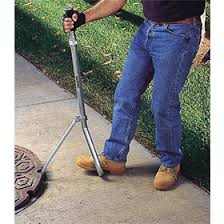 MANHOLE LID LIFTER WITH STEEL HANDLE